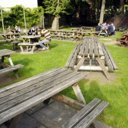 Rose & Crown Blackfriars Beer Garden 2